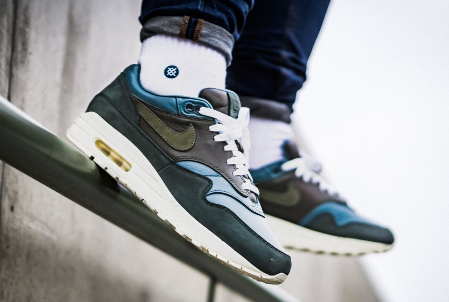 Basket NikeLab Air Max 1 Pinnacle Iced Jade aux pieds (1)