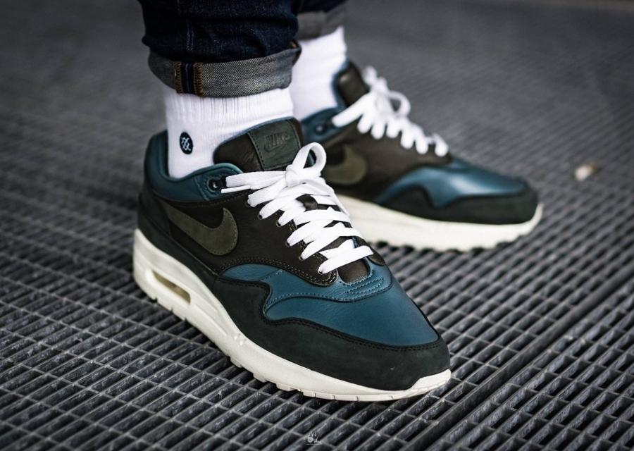 Basket NikeLab Air Max 1 Pinnacle Iced Jade aux pieds (2)