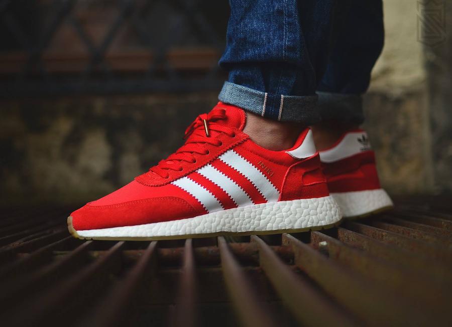Adidas Iniki Runner Boost 'Gum' Navy & Red (homme & femme)