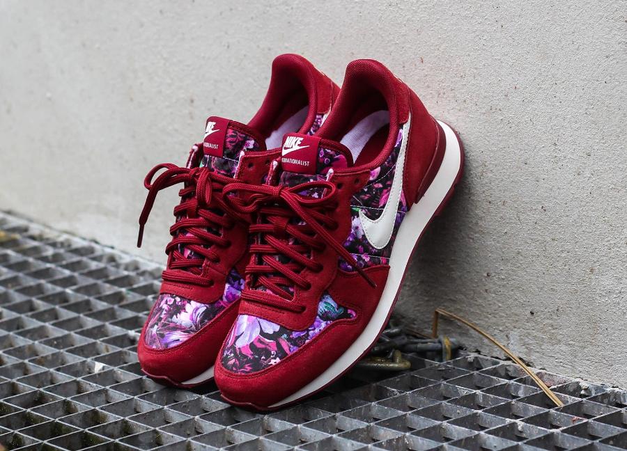 Nike Internationalist PRM femme 'Floral' Black & Team Red