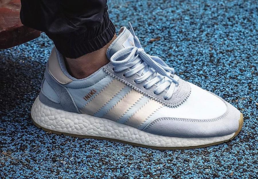 Chaussure Adidas Iniki Runner Boost Easy Blue (bleu clair)