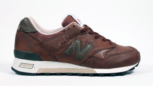 Nouvelles sneakers New Balance 577 BBE monochrome chez Snkrs