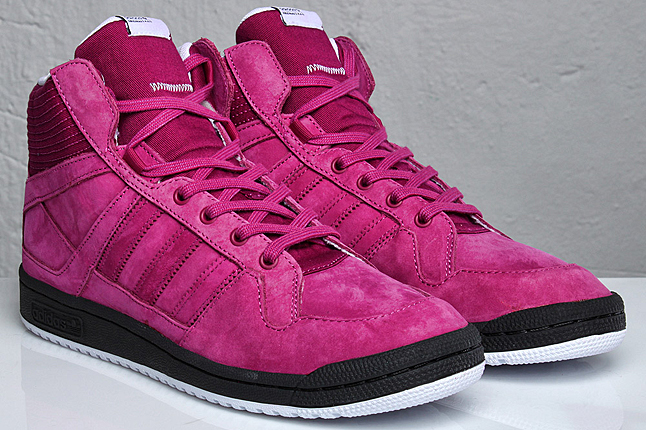 Adidas Originals Smush rose fuchsia chez Sneakersnstuff
