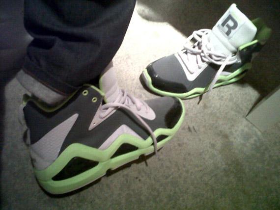Reebok et le producteur Swizz Beats (compagnon d'Alicia Keys) préparent une sneaker pour 2011