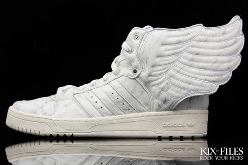 chaussures adidas avec des ailes