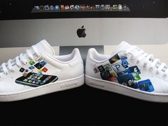 Sneakers customisées – Adidas Stan Smith x Apple iPhone