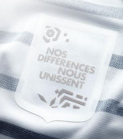 nouveau-maillot-equipe-de-france-exterieur-nike-2011-2012-interieur-slogan-mariniere