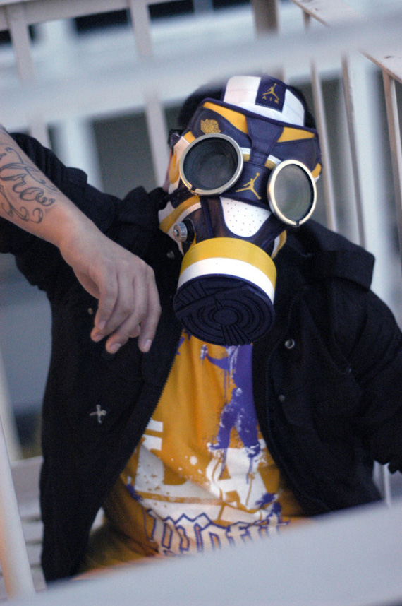 air-jordan-1-gas-mask-01