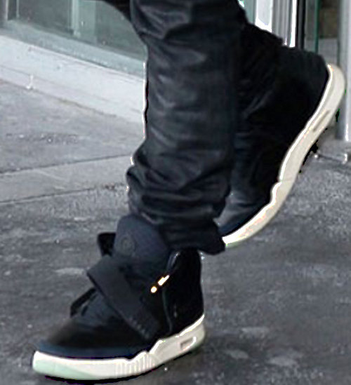 celebrity-feet-kanye-west-nike-air-yeezy-2-10