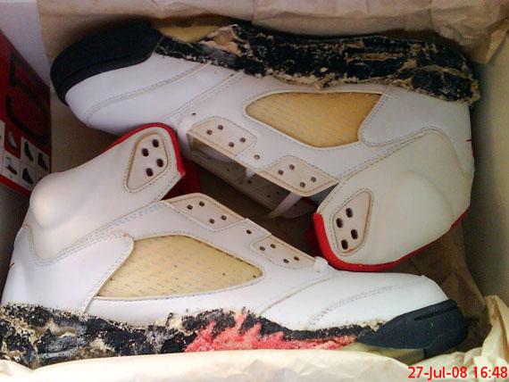 Air Jordan 5 en état de putréfaction