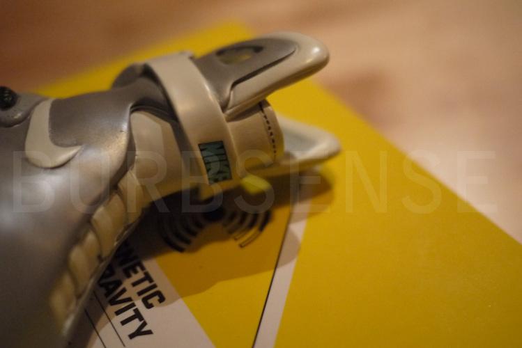 Sculpture en céramique de la Nike Air Mag Mcfly