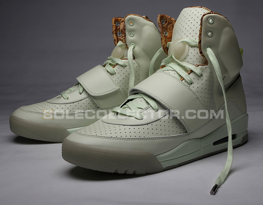 All Glow In The Dark Nike Air Yeezy Tiffany Bears
