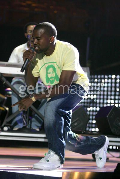 Kanye West en Air Jordan 4 White Chrome Classic Grey