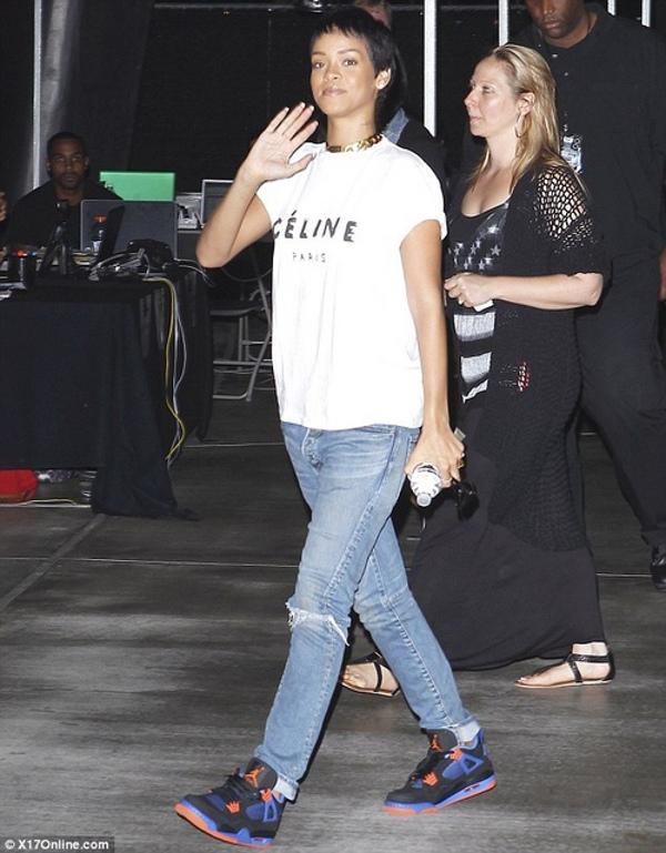 Rihanna en Air Jordan 4 Cavs