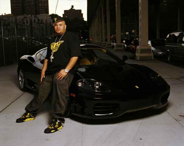 Fat Joe en Air Jordan 4 Thunder