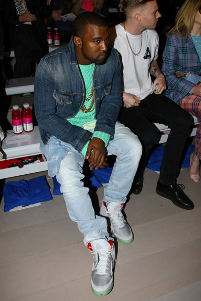 Kanye West en Nike Air Yeezy 2 Zen Grey