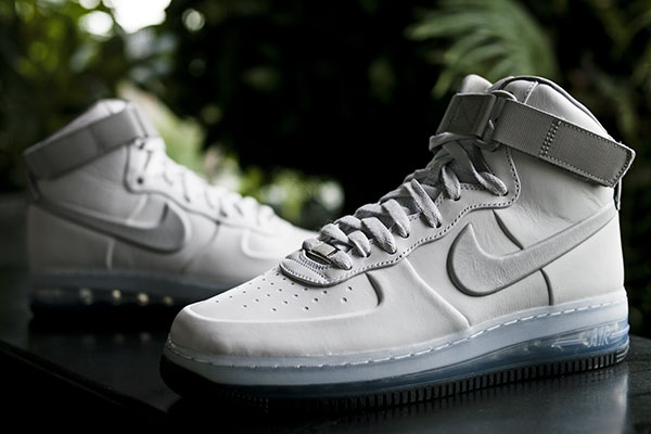Nike 'Air Force 1 Lux Max Air'