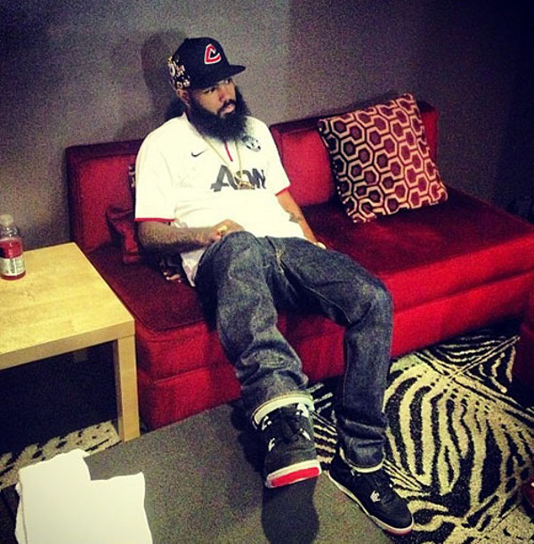 Stalley en Air Jordan 4 Bred