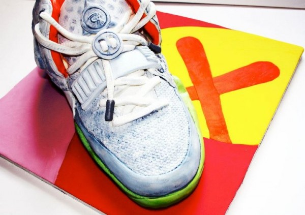 Le gâteau Nike Air Yeezy 2 Wolf Grey Pure Platinum