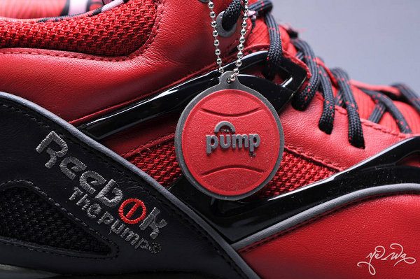 Reebok Pump Omni Lite Deadpool