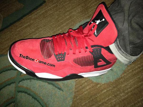 Nike Air Jordan 4 Rouge Suede, Carmelo sème le trouble