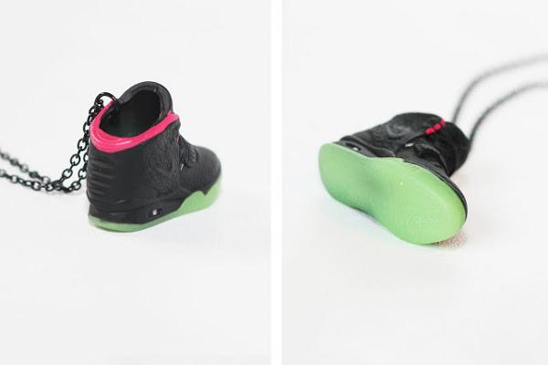 Collier et porte clé Nike Air Yeezy 2