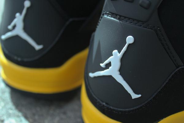 Air Jordan 4 Thunder Retro 2012
