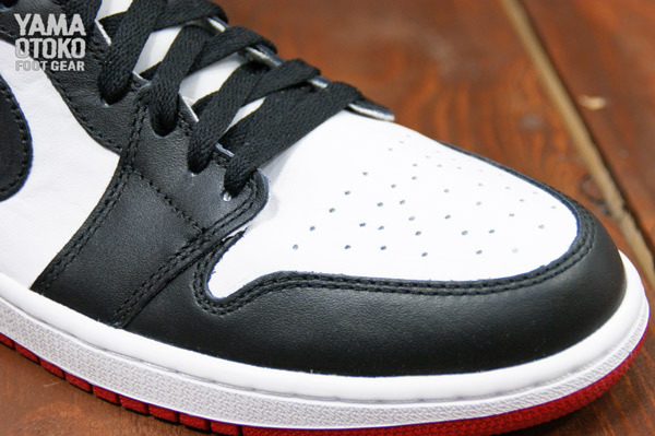 Air Jordan 1 High Black Toe Retro 2013