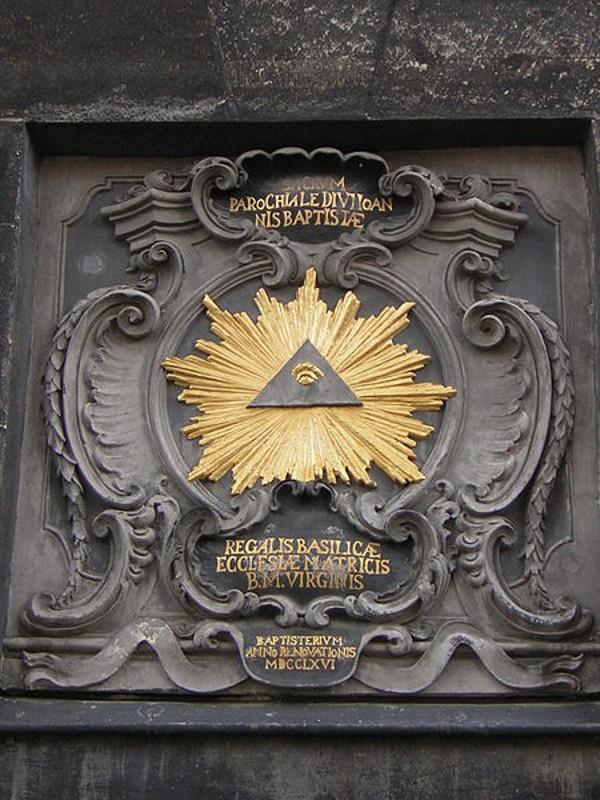 L'oeil et le triangle.....