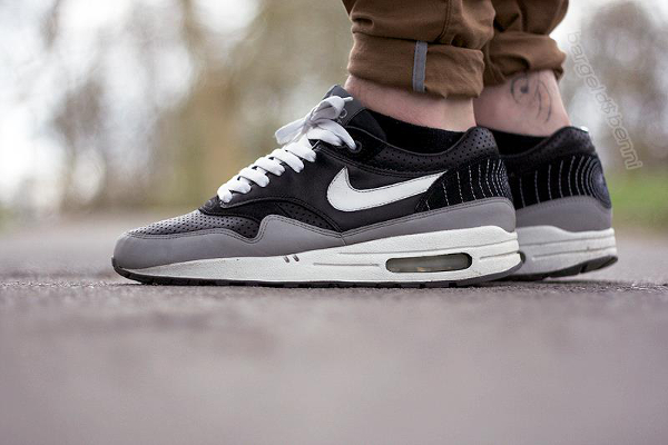 Nike Air Max 1 Hold Tight - Bargeld-Benni