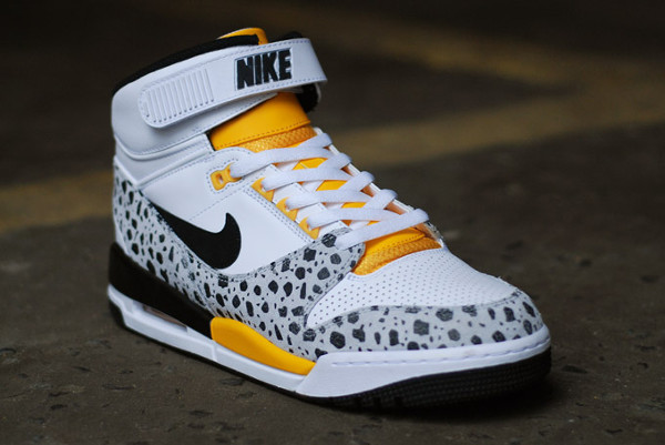 Nike Air Revolution Safari