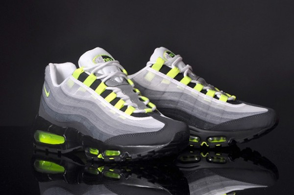 NIKE-AIR-MAX-95-PREMIUM-TAPE-QS-NEON-1