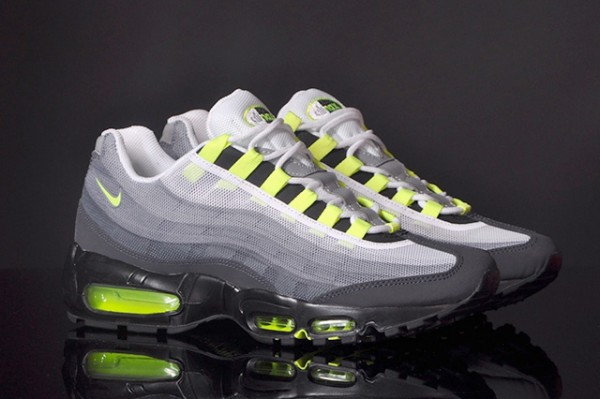 NIKE-AIR-MAX-95-PREMIUM-TAPE-QS-NEON-2