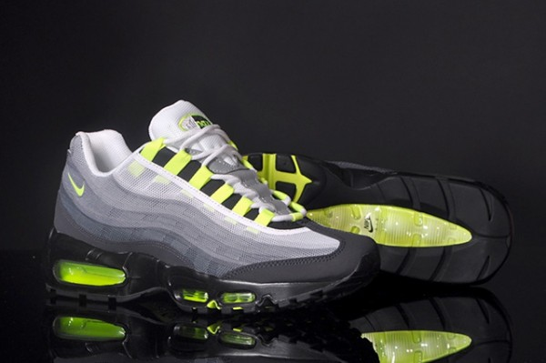 NIKE-AIR-MAX-95-PREMIUM-TAPE-QS-NEON-3