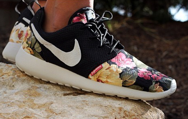 Nike Roshe Run Supremo (imprimé à fleurs)