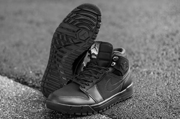 Air Jordan 1 Trek
