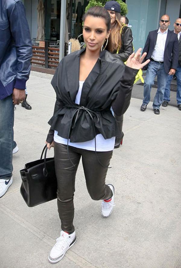 celebrity-feet-kim-kardashian-air-jordan-iii-cement-3