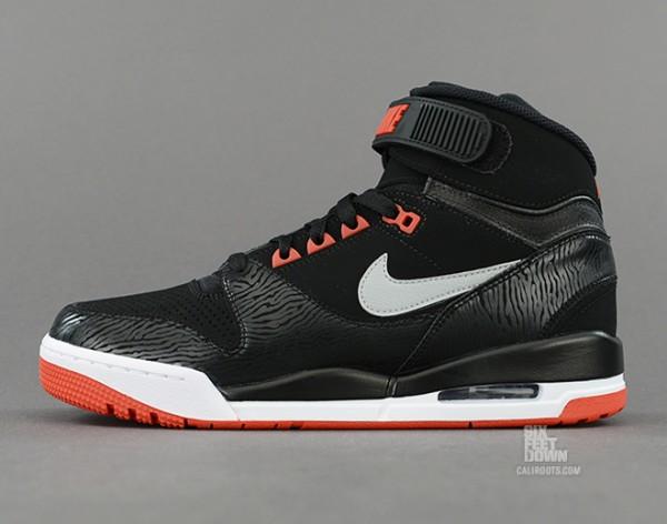 Nike Air Revolution Bred