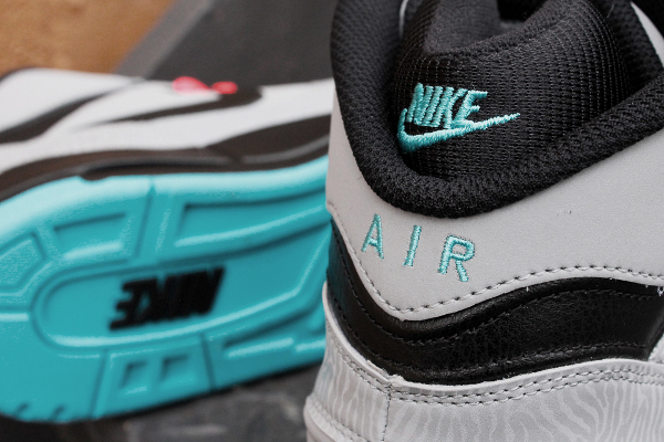 nike-air-revolution-silver-gamma-blue-atomic-red-1