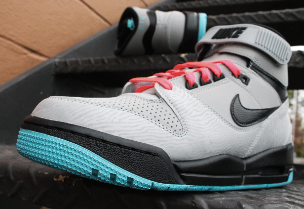 nike-air-revolution-silver-gamma-blue-atomic-red-5