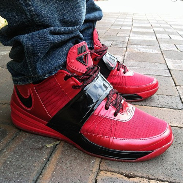 50 Baskets Rouges Nike Adidas Air Jordan Vans