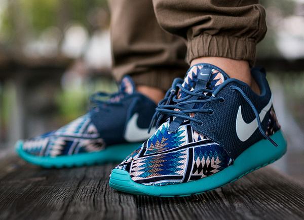new product f748a 524cf Nike Roshe Run Tribal Blue par Niwreig