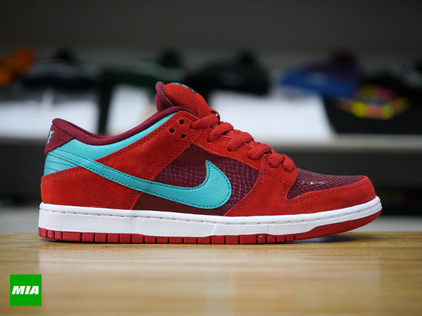 Nike-SB-Dunk-Low-Pro-Brickhouse-Turbo-Green-Team-Red