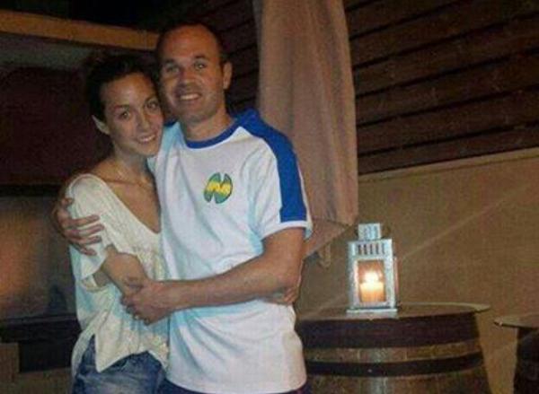 iniesta-t-shirt-olive-et-tom-okawa