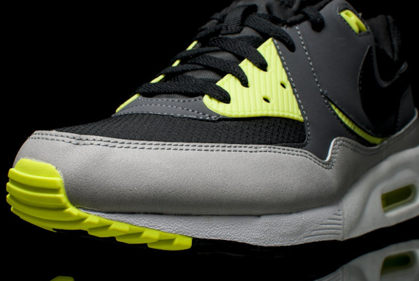 nike air max light essential black dark grey volt