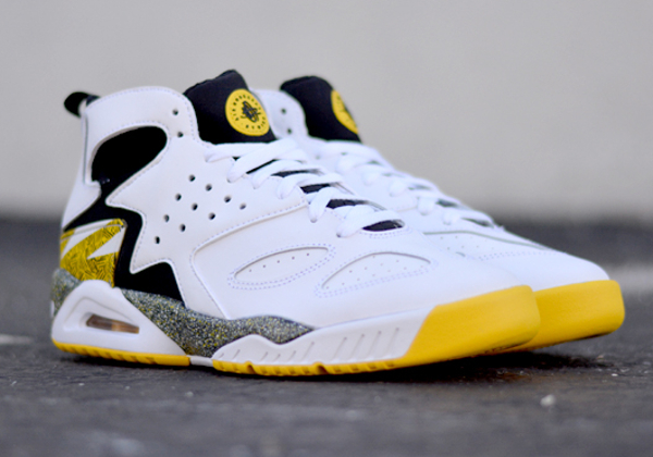 nike-air-tech-challenge-huarache-og-tour-yellow (2)