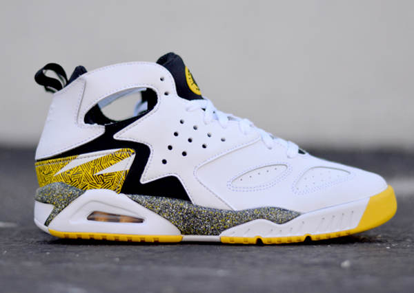 nike-air-tech-challenge-huarache-og-tour-yellow (3)