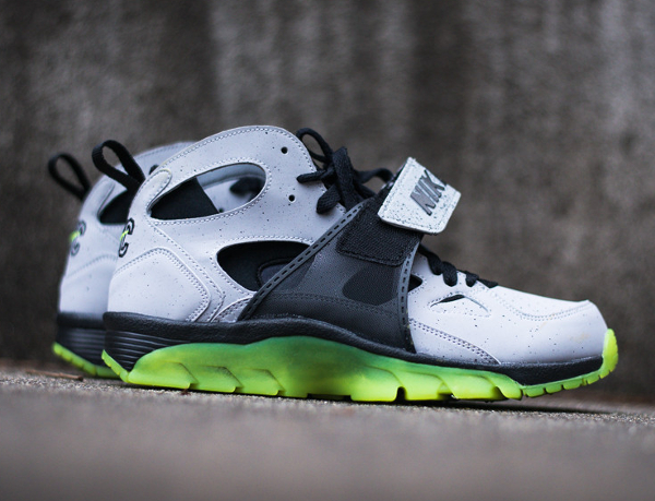 Nike Air Trainer Huarache Premium Cement City Quickstrike