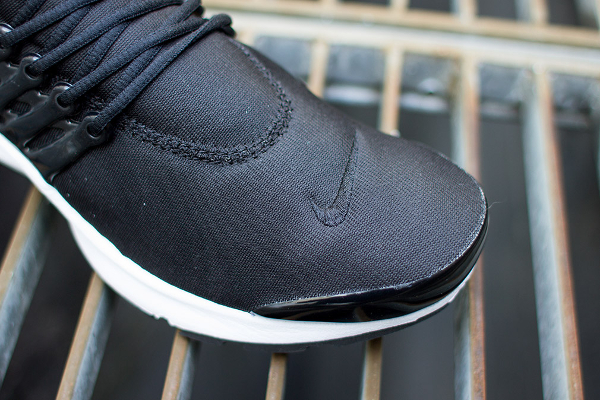 nike-air-presto-black-white-4