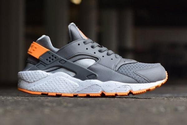 Nike Air Huarache Grey Atmic Mango (2)